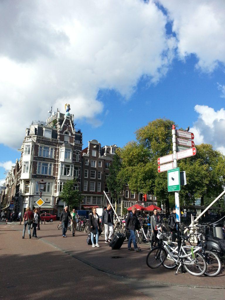 オランダ アムステルダムのフランス菓子プティガトーへ向う途中