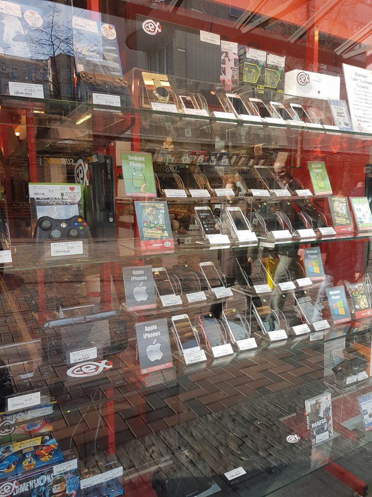 オランダのセカンドハンド携帯ショップ