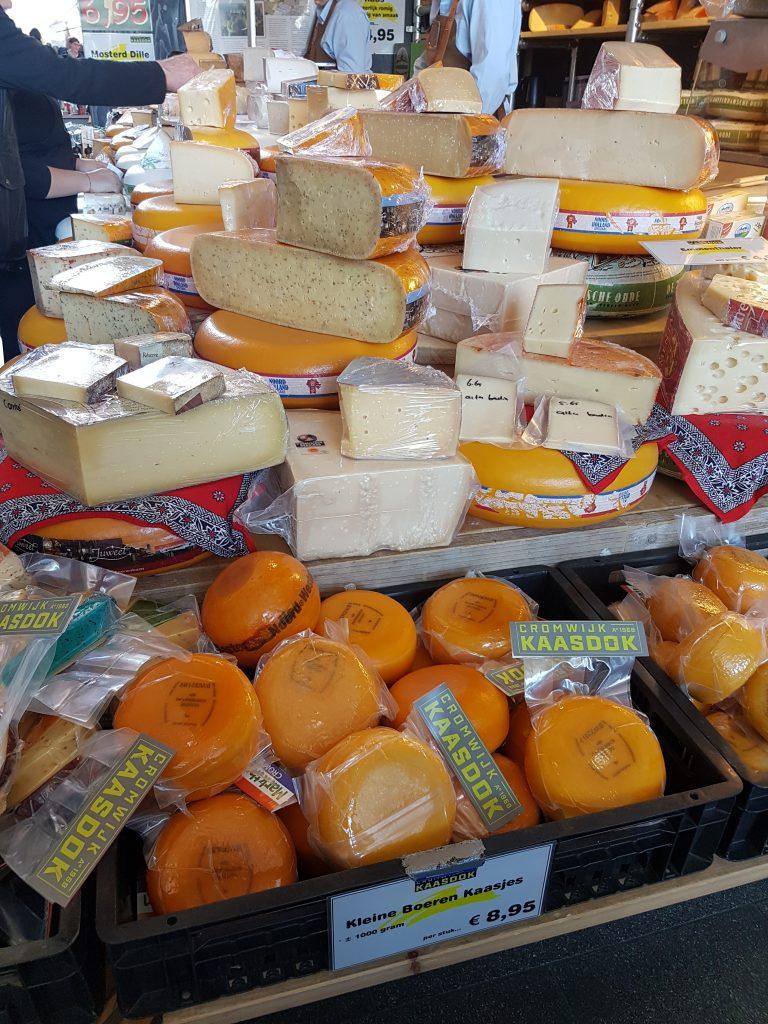 ロッテルダムのマルクトホールのチーズやさん