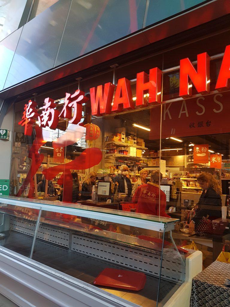 ロッテルダムのマルクトホールの中華スーパー