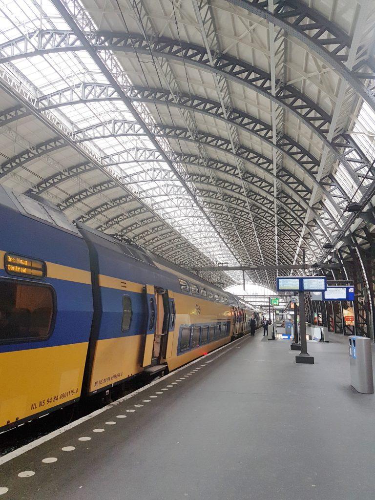 アムステルダム中央駅からハーレム
