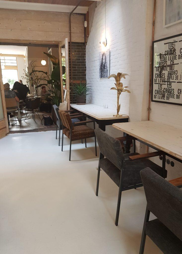 オランダ・ハーレム外れのカフェ