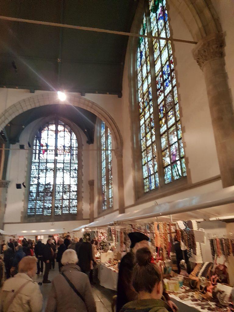 聖ヤン教会のマーケット