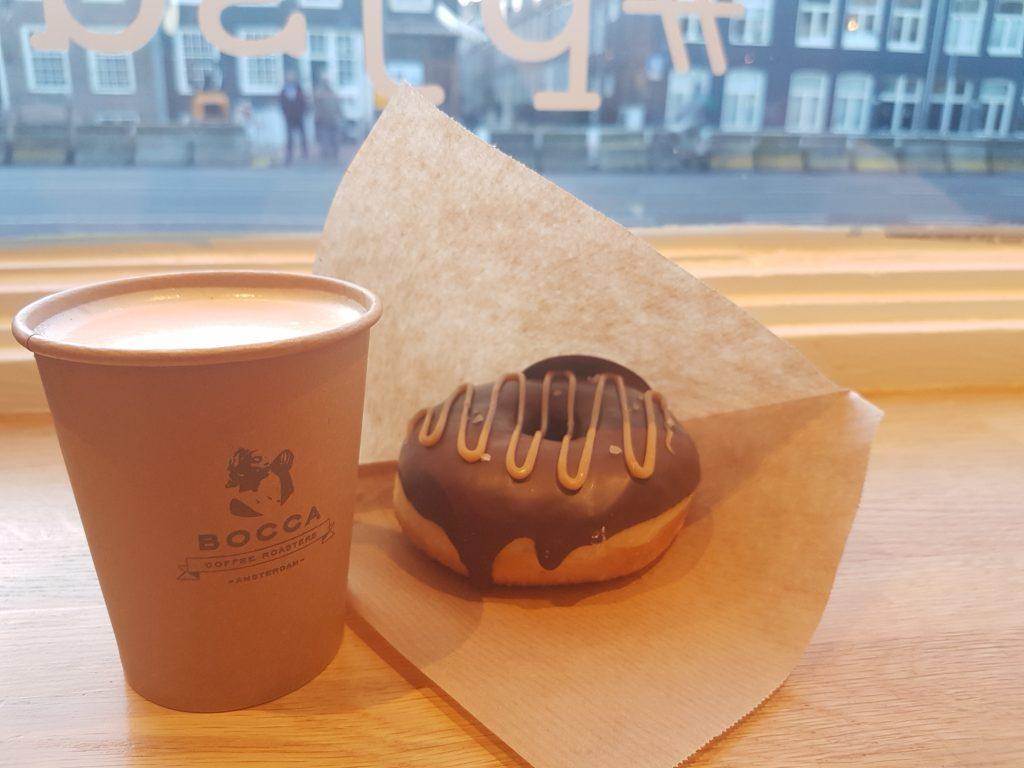 アムステルダムのドーナツ屋さんpeejaysdoughnutsとBOCCAのコーヒー