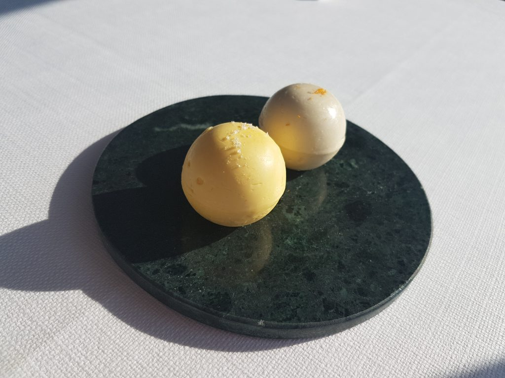 レストランボルドーのバター2種類