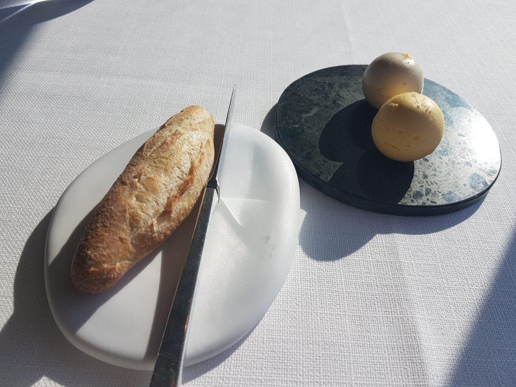 レストランボルドーのパンとバター2種類