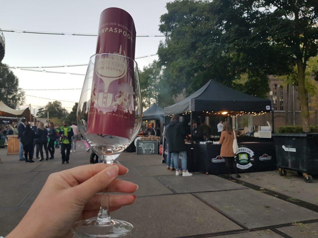 ワインフェスティバルアムステルダムのワイングラス