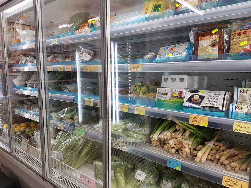 アムステルダムで日本食が買えるスーパーで白菜