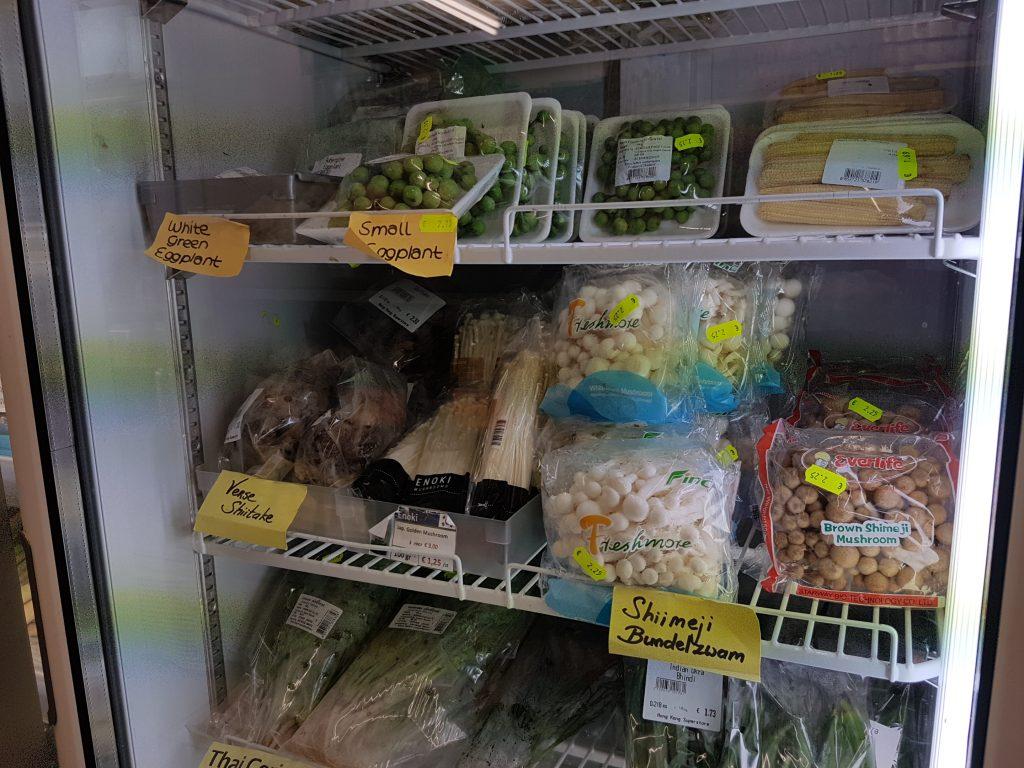 アムステルダムで日本食が買えるスーパーできのこ