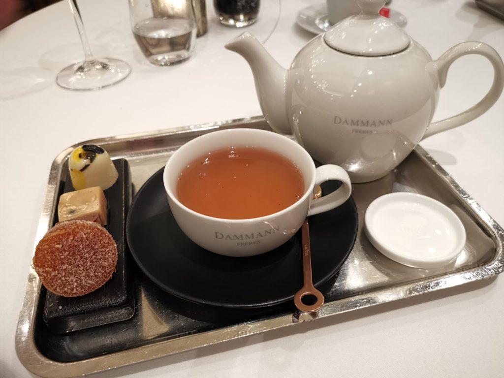 モニッケンダムのミシュランレストランの食後の紅茶