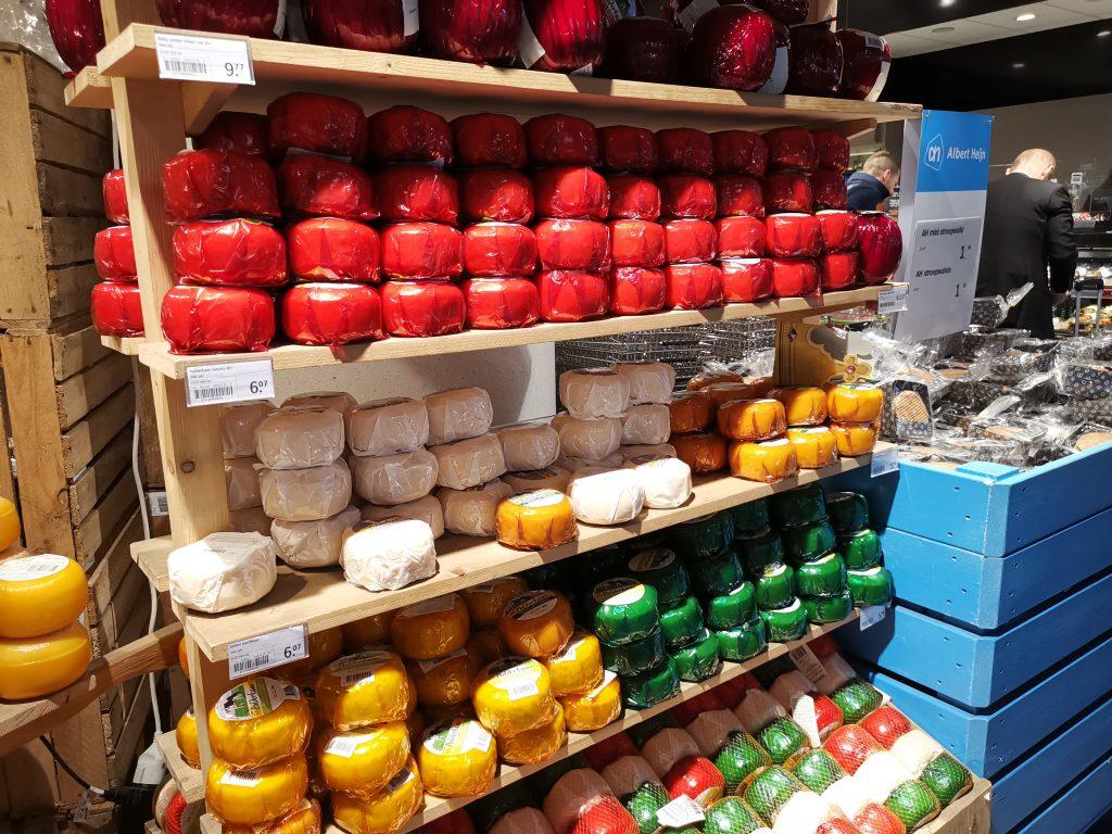 アムステルダムのスキポール空港でオランダ土産のチーズ