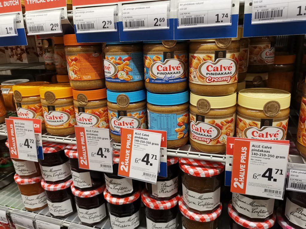 アムステルダムのスキポール空港でオランダ土産のピーナッツバター