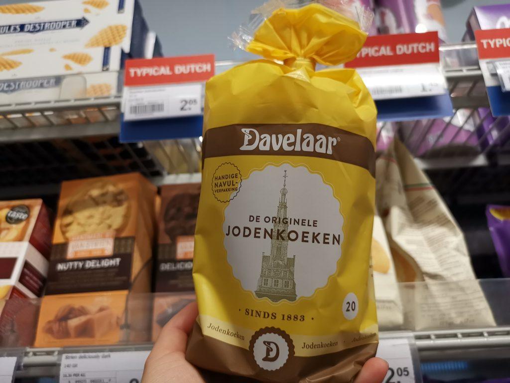 アムステルダムのスキポール空港でオランダ土産のヨーデンクーケン