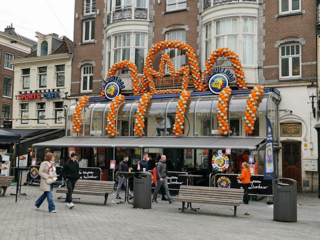 オレンジ一色のアムステルダムのキングスデー