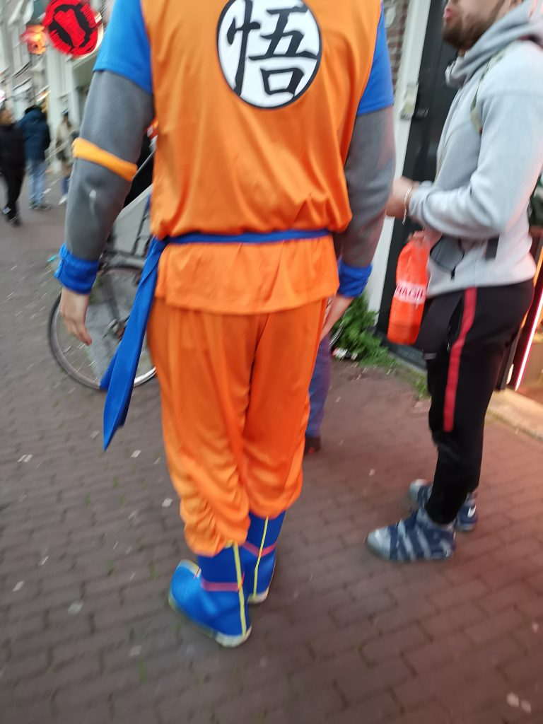 オランダのキングスデー オレンジの服
