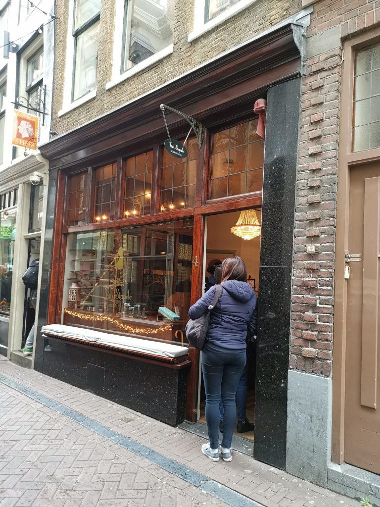 アムステルダムの濃厚チョコクッキー屋さん