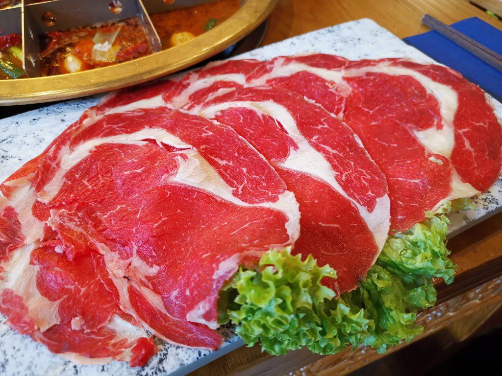 デン・ハーグの中華レストランで重慶火鍋のお肉