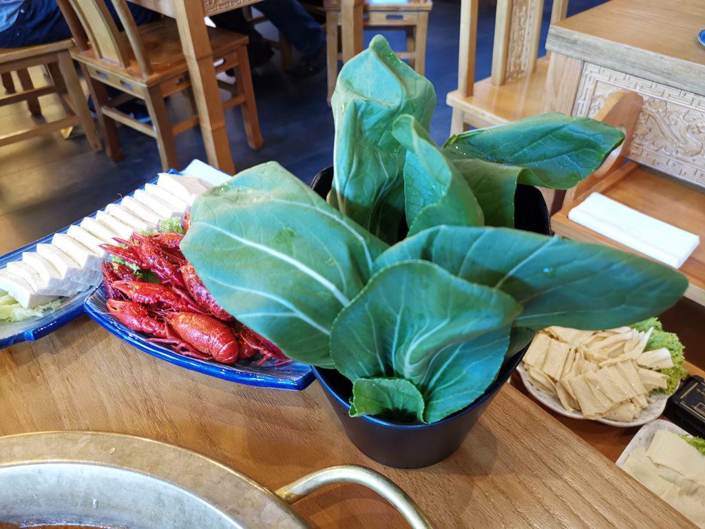 デン・ハーグの中華レストランの重慶火鍋の具材