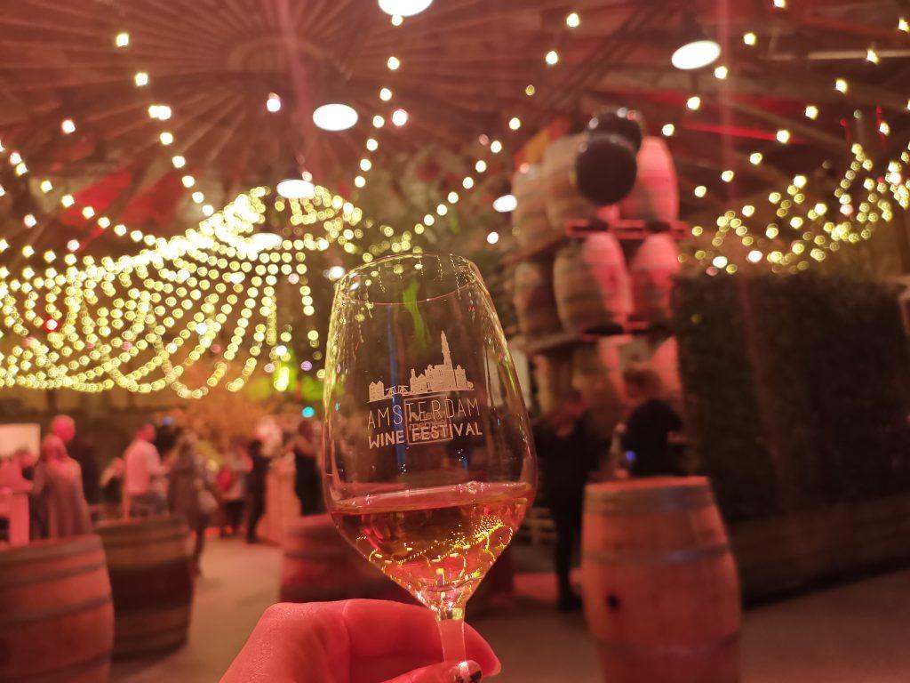 アムステルダムワインフェスティバルでワイン
