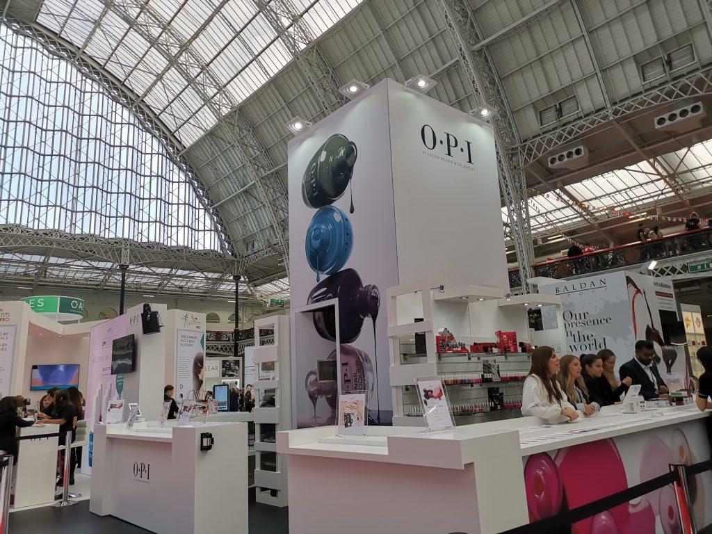 ロンドンのオリンピアビューティ OPI