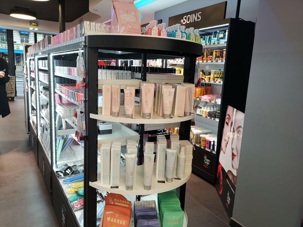 パリの美容卸問屋 店内