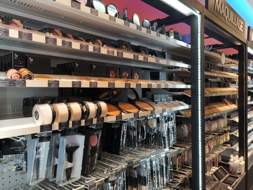 パリの美容卸問屋 メイクアップ商材