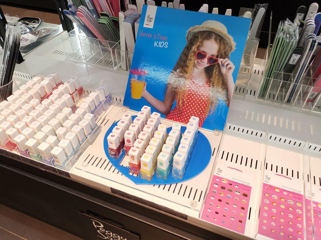パリの美容卸問屋 ネイル商材