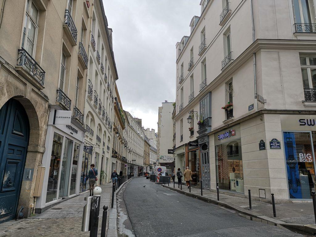 パリ市内のアウトレット