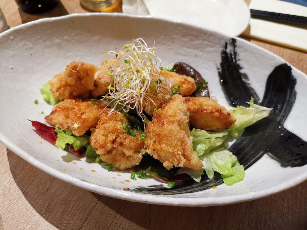 パリの日本食でアンコウのほほ肉の竜田揚げ