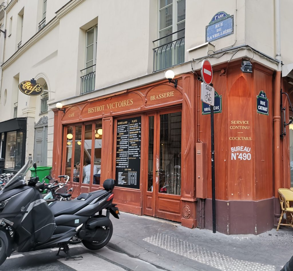 パリのビストロ