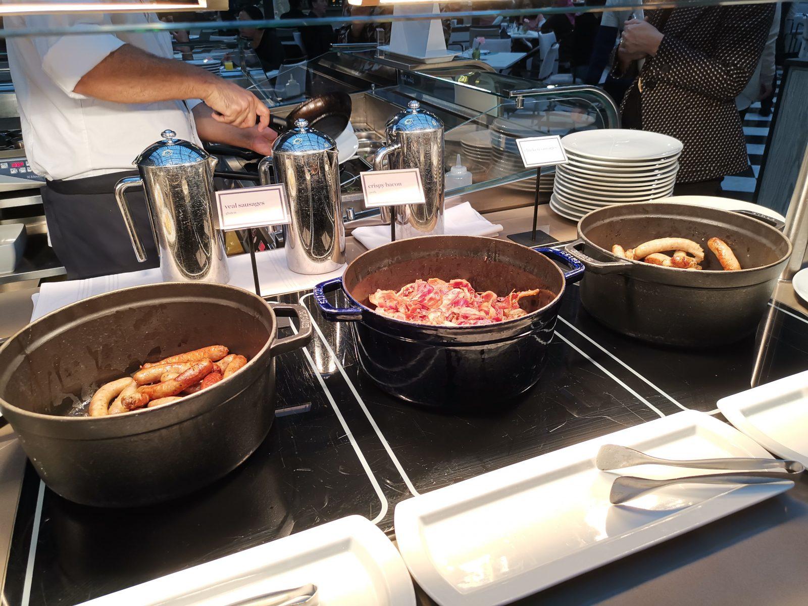 NH コレクション アムステルダム グランド ホテル クラスナポルスキーの朝食(ベーコン、ソーセージ2種)