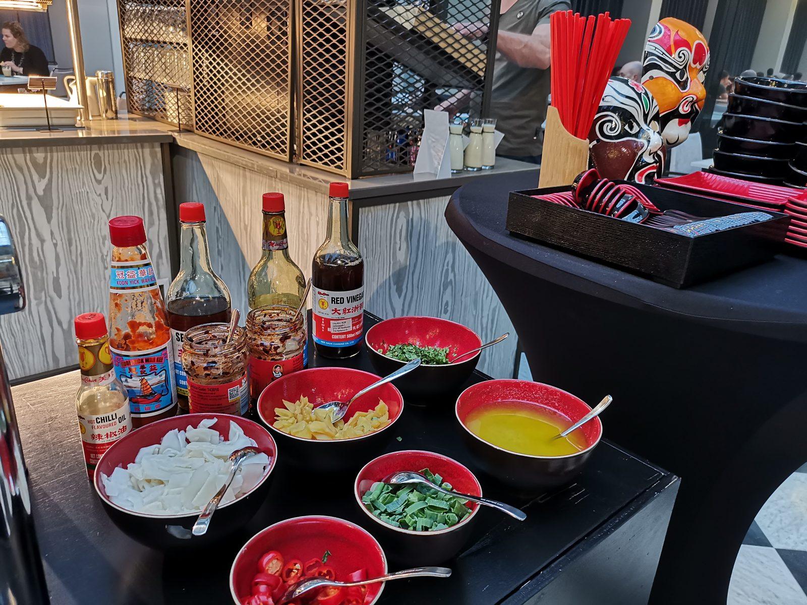 NH コレクション アムステルダム グランド ホテル クラスナポルスキーの朝食(中華の調味料)