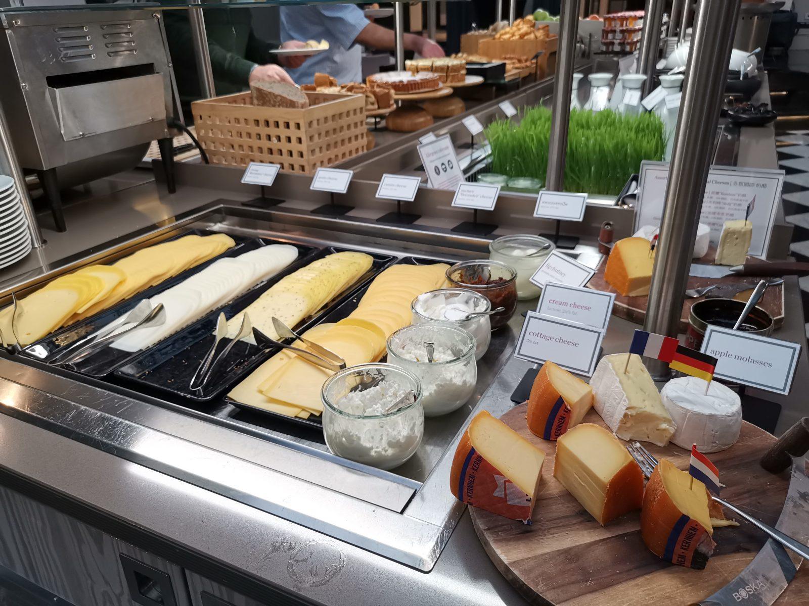 NH コレクション アムステルダム グランド ホテル クラスナポルスキーの朝食(チーズ)