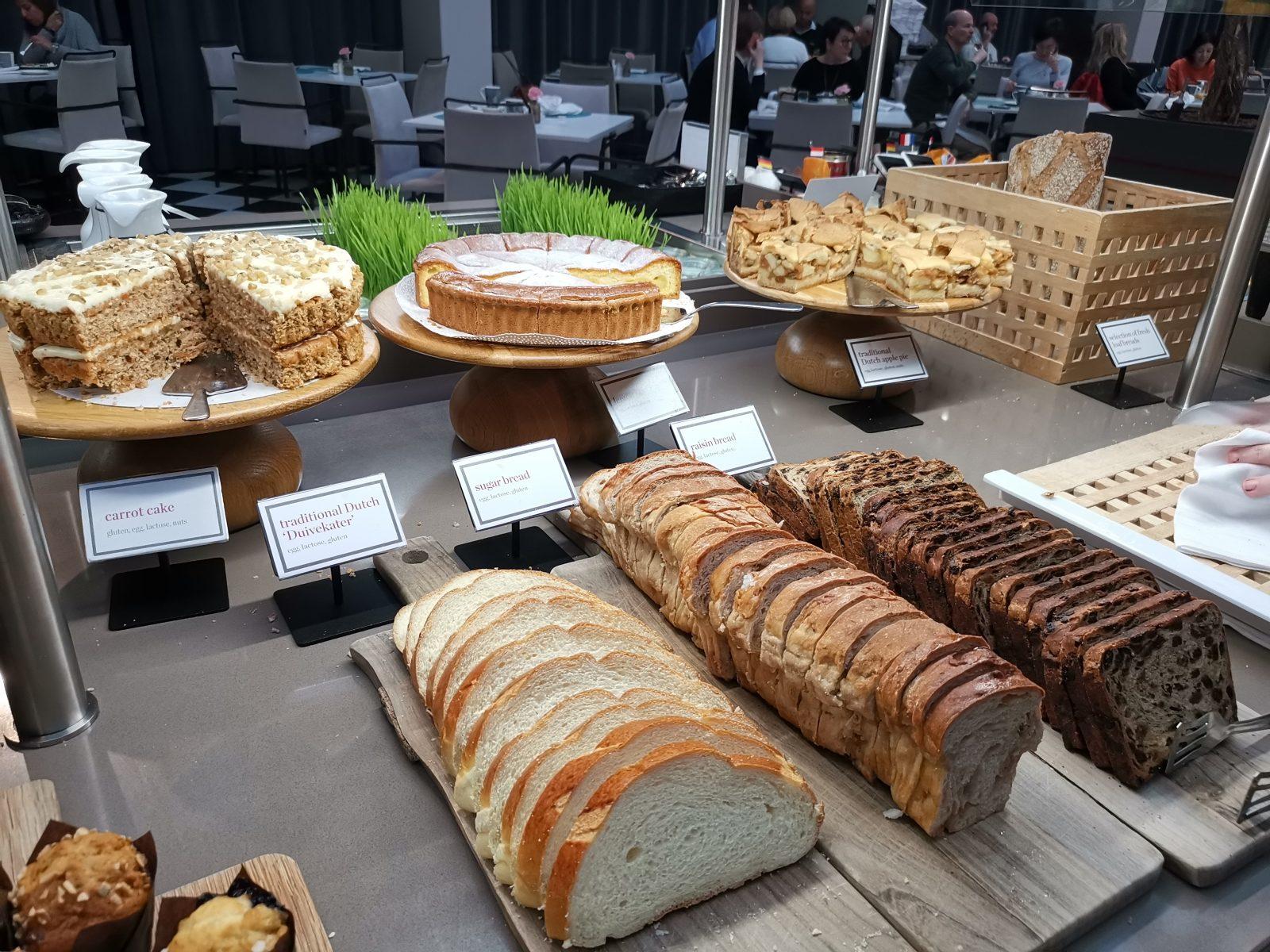 NH コレクション アムステルダム グランド ホテル クラスナポルスキーの朝食(パン、ケーキ)