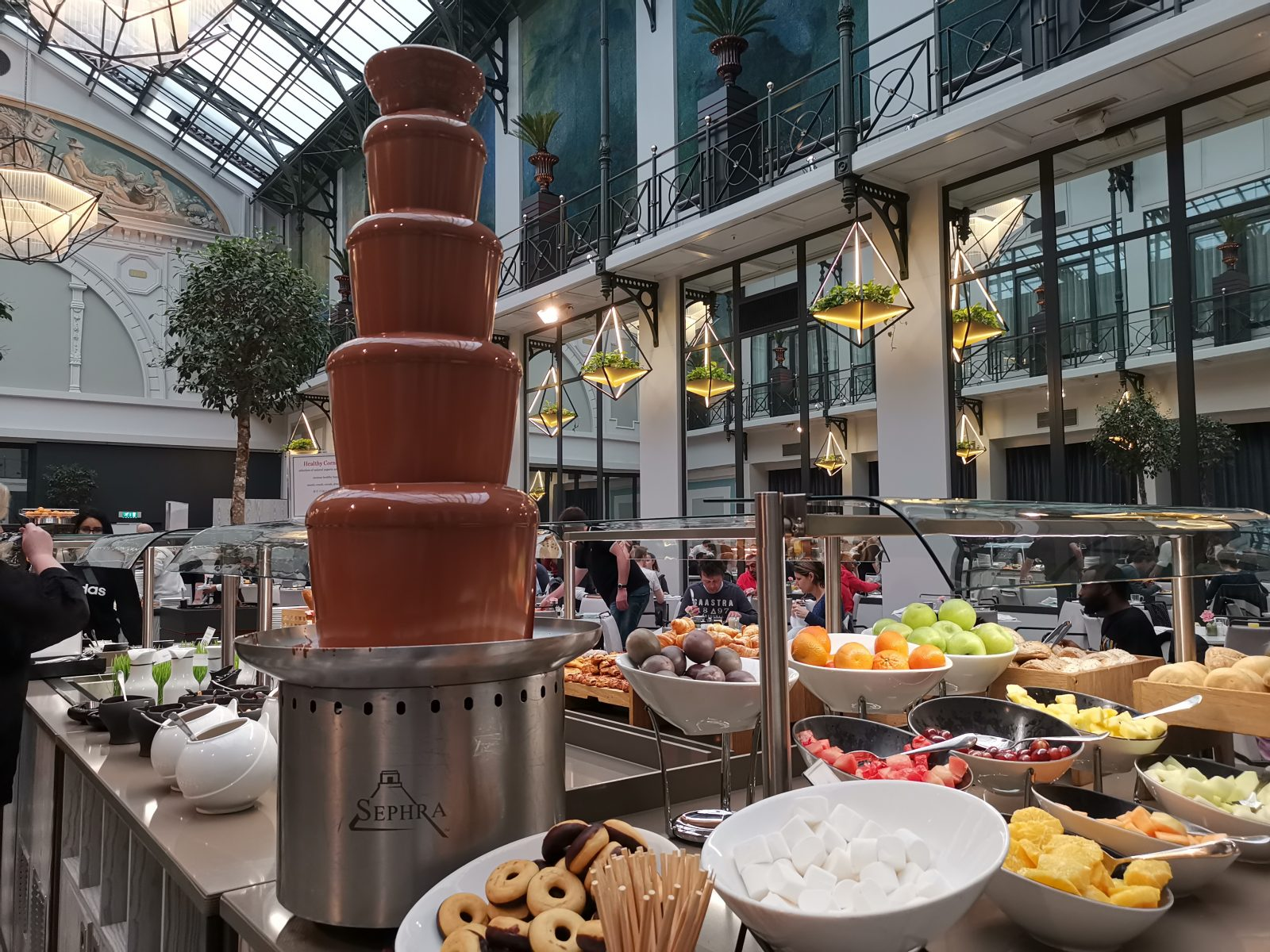 NH コレクション アムステルダム グランド ホテル クラスナポルスキーの朝食(チョコファウンテン)