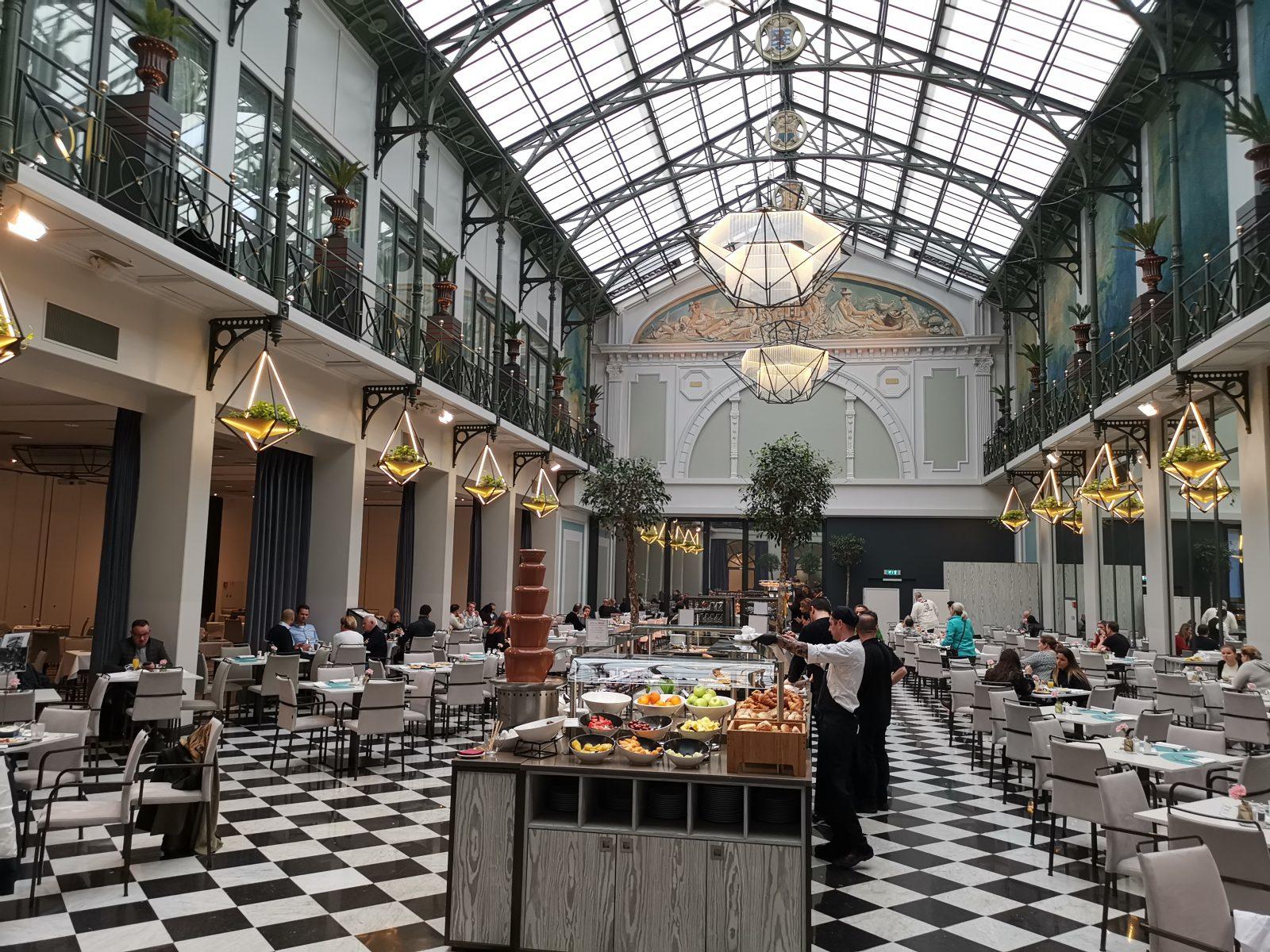 NH コレクション アムステルダム グランド ホテル クラスナポルスキーの朝食会場